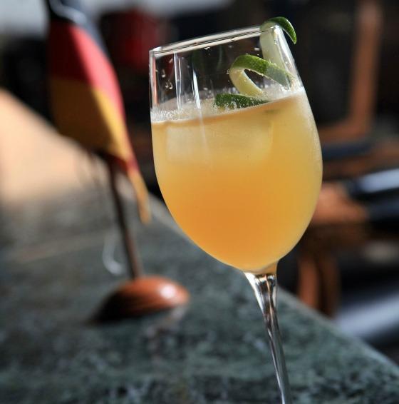 Drink Alemanha (Tangerina, angustura, mel, steinheger, vinho branco seco) 4 - Foto Artur Bragança