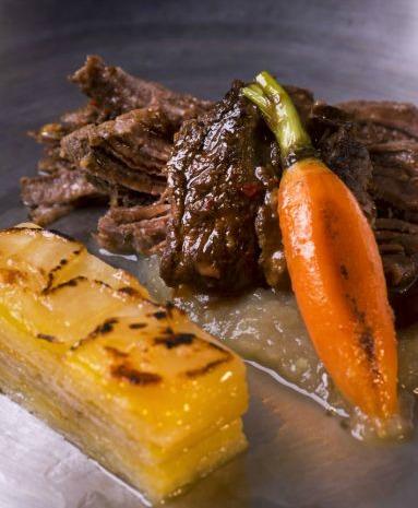 Volta_Carne assada, gratinado de raizes com queijo coalho_credito Alexander Landau