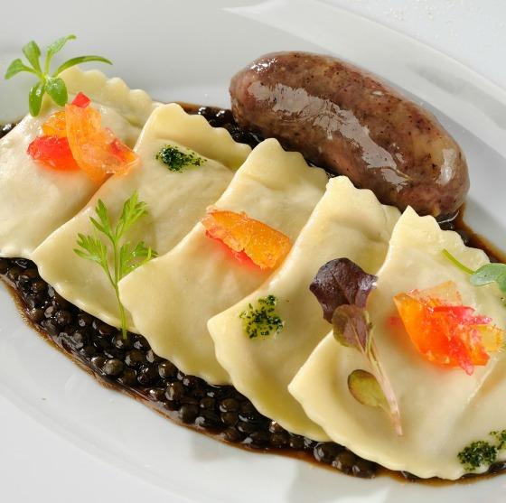 Attimo_Mezzelune de leitoa assada ao molho de lentilhas verdes e codeguim (6)_Créditos Mauro Holanda