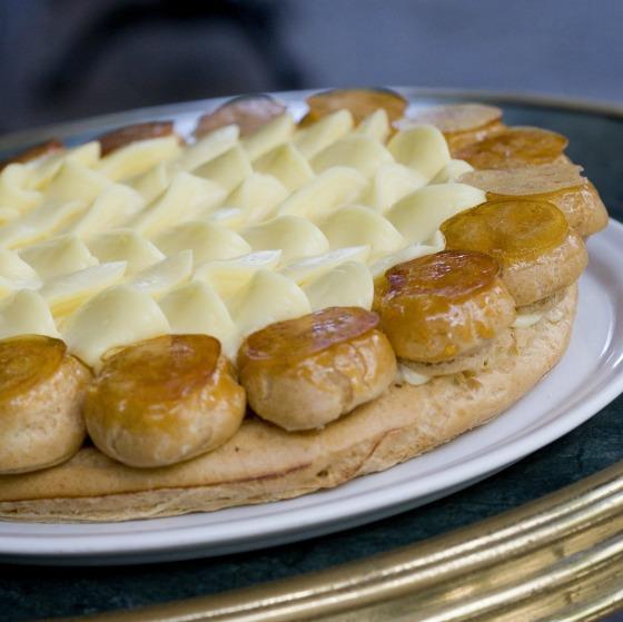 Chef Rouge, ''Gâteau Saint-Honoré'' [torta com creme chiboust e carolinas (ou profiteroles) caramelizadas] - Foto Bettina Fiuza