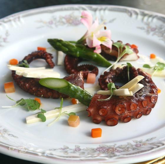 Chef Rouge, menu 'Verão com Rosés' - Poulpe avec Asperges et 'Palmito' (Polvo com aspargos e pamito fresco) - Foto Bettina Fiuza