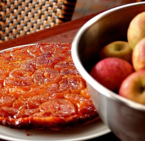 Chef Rouge, ''Tarte Tatin' [tradicional torta francesa de maçãs, uma das sobremesas preferidas do restaurante] - Foto Romulo Fialdini