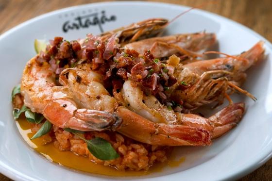 Cozinha Artagão_VGs grelhados, arroz de tomates assados, stracciatela e vinagrete de chorizo_Alexander Landau (1).jpg