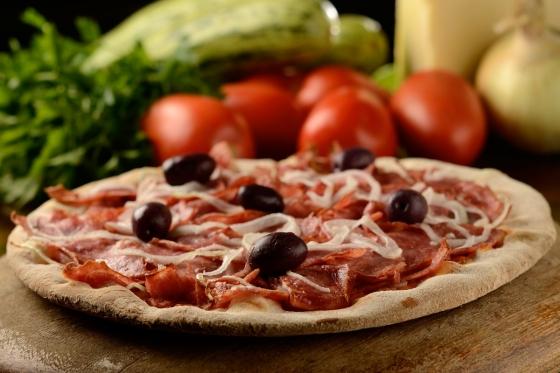 Pizza Calabresa , Charles Pizzaria, foto Welligton Nemeth (2).JPG